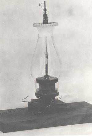 Vibrating lamp used by elihu thompson